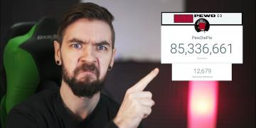 Jacksepticeye disapprovingly pointing at the small subscriber gap between PewDiePie and T-Series
